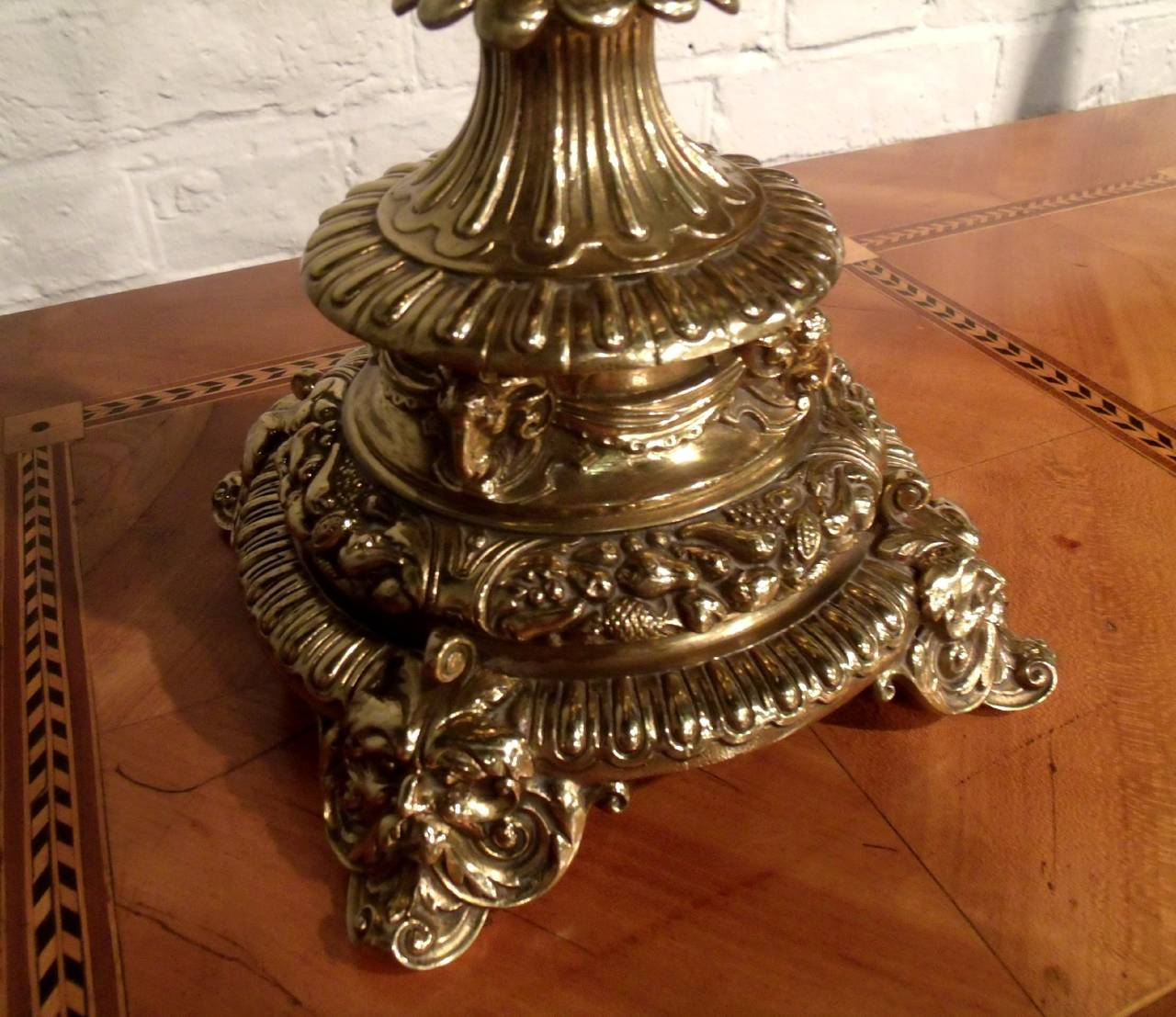 victorian brass oil lamp for sale at 1stdibs. Black Bedroom Furniture Sets. Home Design Ideas