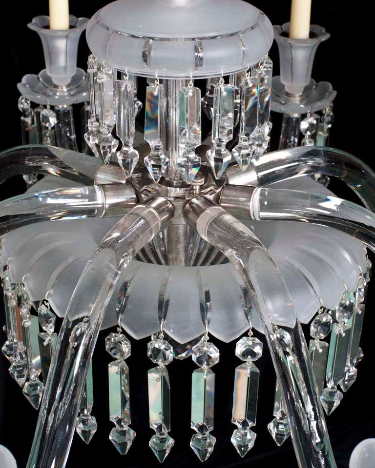 Fine Quality Mid-Victorian Eight-Light Frosted Glass Antique Chandelier 4