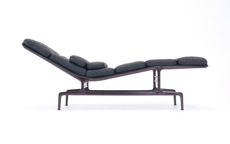 Eames chaise lounge for herman miller at 1stdibs for 4 chaises eames