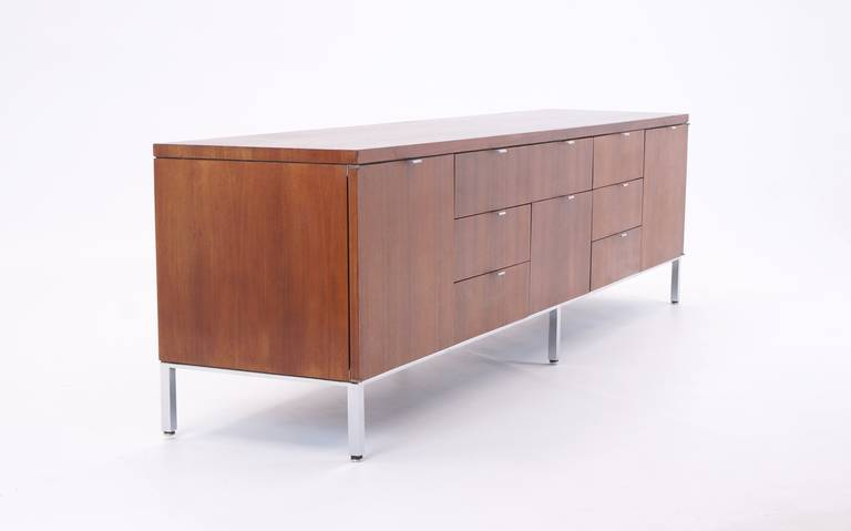 florence knoll style walnut credenza by domore at 1stdibs. Black Bedroom Furniture Sets. Home Design Ideas