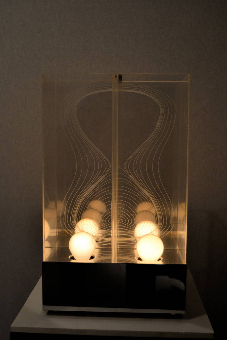 Kinetic Lucite Lamp for Sormani In Good Condition For Sale In Saint-Ouen, FR