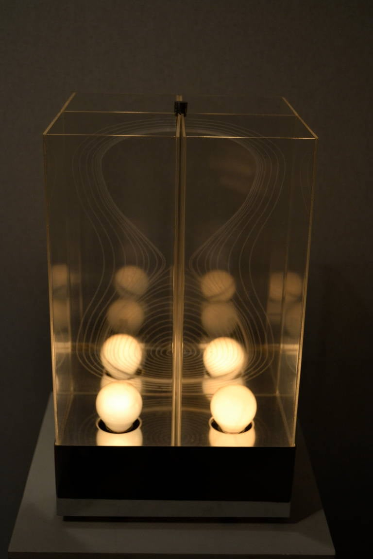 Kinetic Lucite Lamp for Sormani For Sale 1