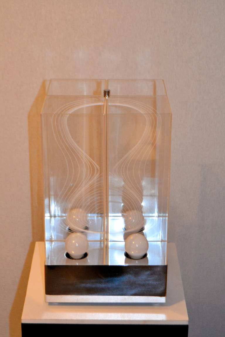 Late 20th Century Kinetic Lucite Lamp for Sormani For Sale
