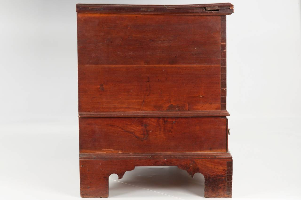 American Chippendale Antique Blanket Chest of Drawers, Pennsylvania, circa 1780 In Distressed Condition For Sale In Shippensburg, PA