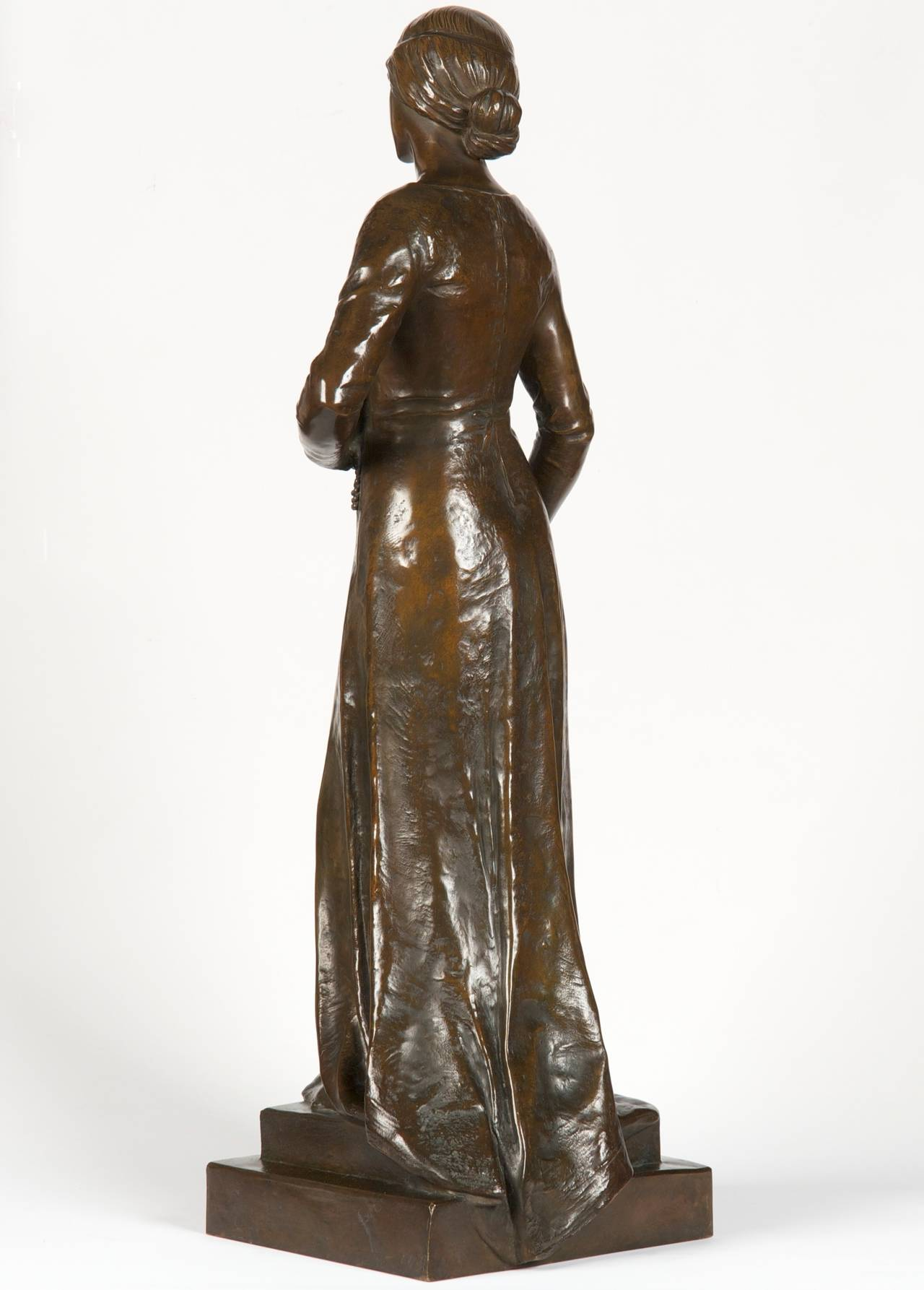 Henri Levasseur Antique French Bronze Sculpture of Maiden with Rosary, 1900 In Excellent Condition In Shippensburg, PA