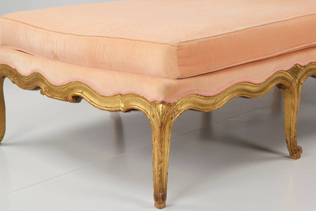 French louis xv style giltwood antique chaise longue for Antique chaise longues