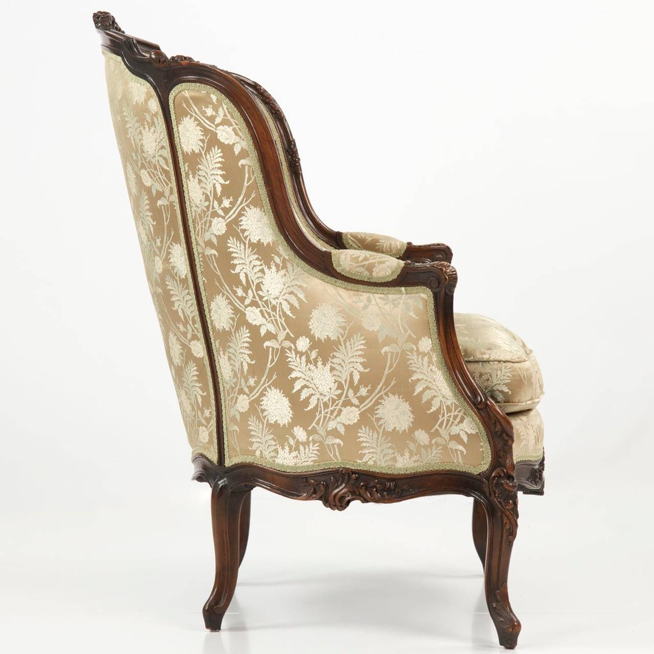 French 19th Century Rococo Revival Antique Bergere Armchair in Louis XV  Taste For Sale - 19th Century Rococo Revival Antique Bergere Armchair In Louis XV