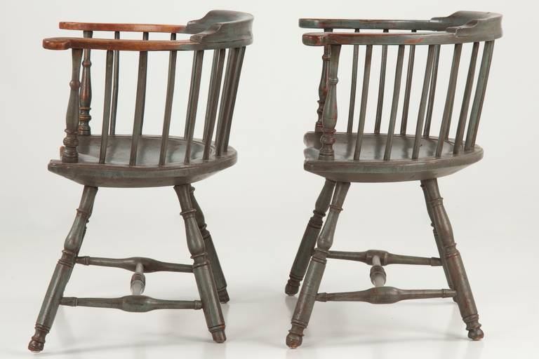 Pair of American Painted Lowback Windsor Antique Chairs, Early 20th Century  For Sale 3 - Pair Of American Painted Lowback Windsor Antique Chairs, Early 20th