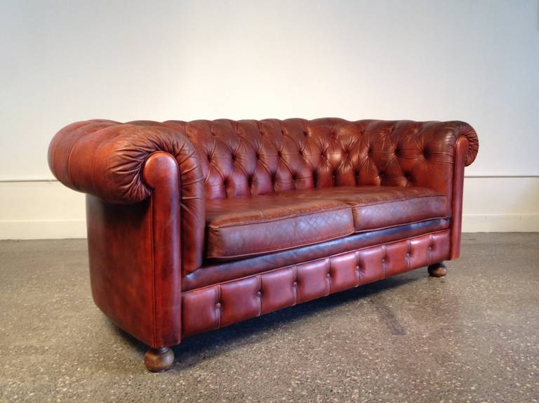 English Leather Tufted Chesterfield Sofa For Sale at 1stdibs