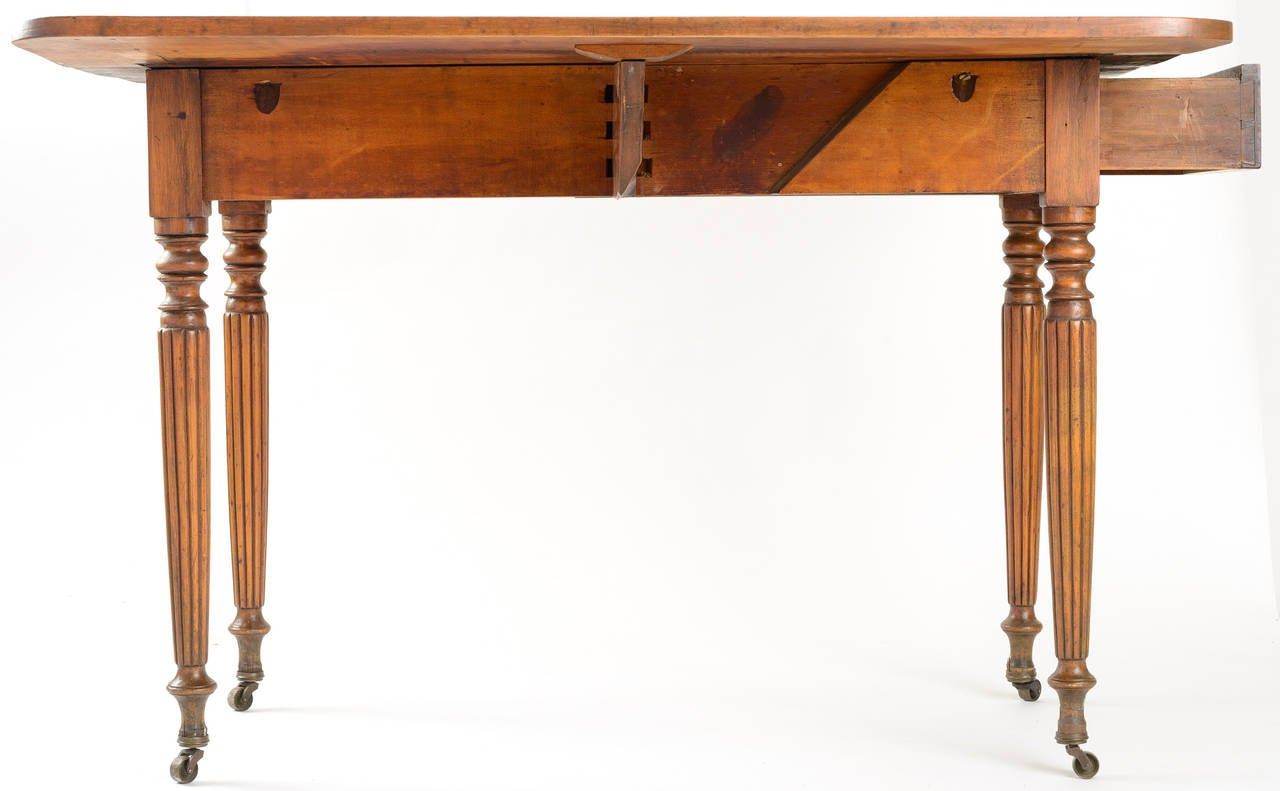 American Country Sheraton Gate Leg Table with Reeded Tapered Legs For Sale 4