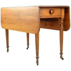 American Country Sheraton Gate Leg Table with Reeded Tapered Legs