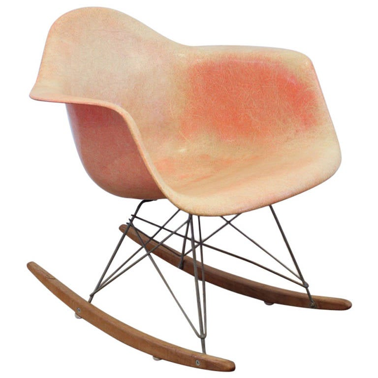 rare first production eames rocker zenith plastics at 1stdibs. Black Bedroom Furniture Sets. Home Design Ideas