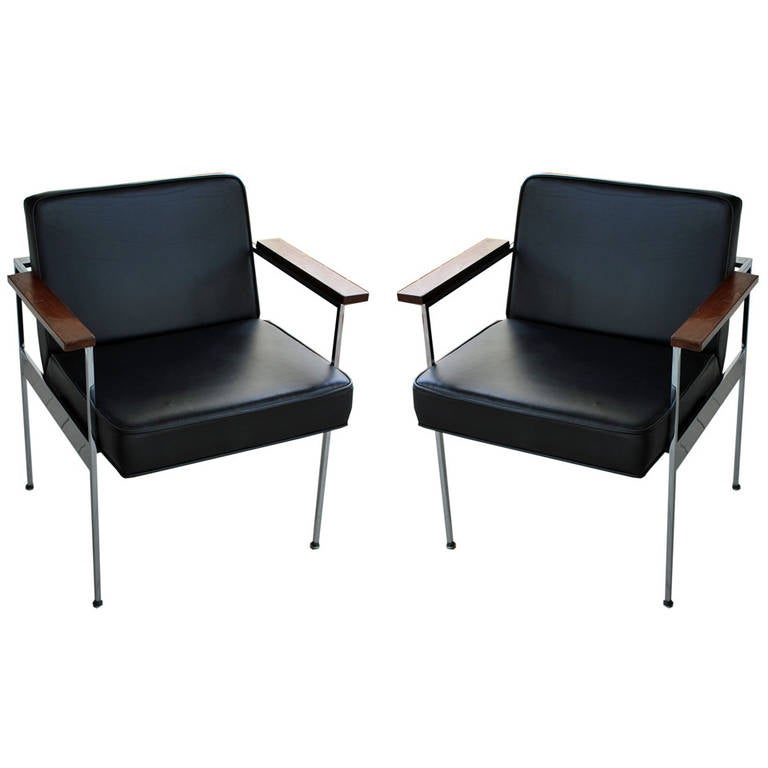Pair of George Nelson Armchairs in Black Leather and Chrome for Herman Miller