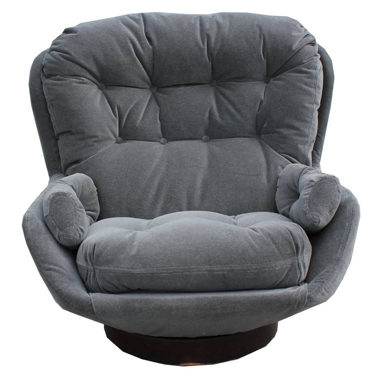 Danish Stately Modern Grey Velvet Swivel Lounge Chair And Ottoman By Selig  For Sale
