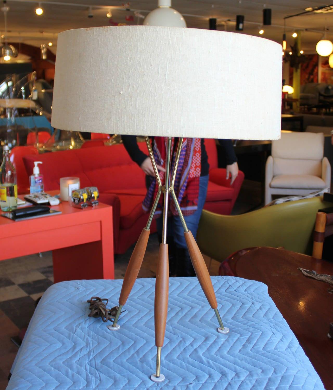 Mid century modern gerald thurston tripod table lamp at 1stdibs mid century modern gerald thurston tripod table lamp 2 geotapseo Image collections