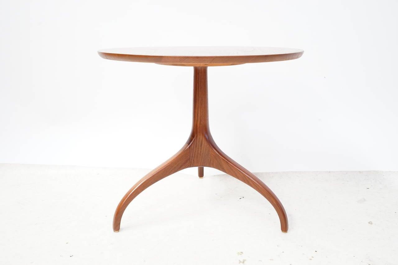 Henredon Sculpted Walnut Side Table At 1stdibs