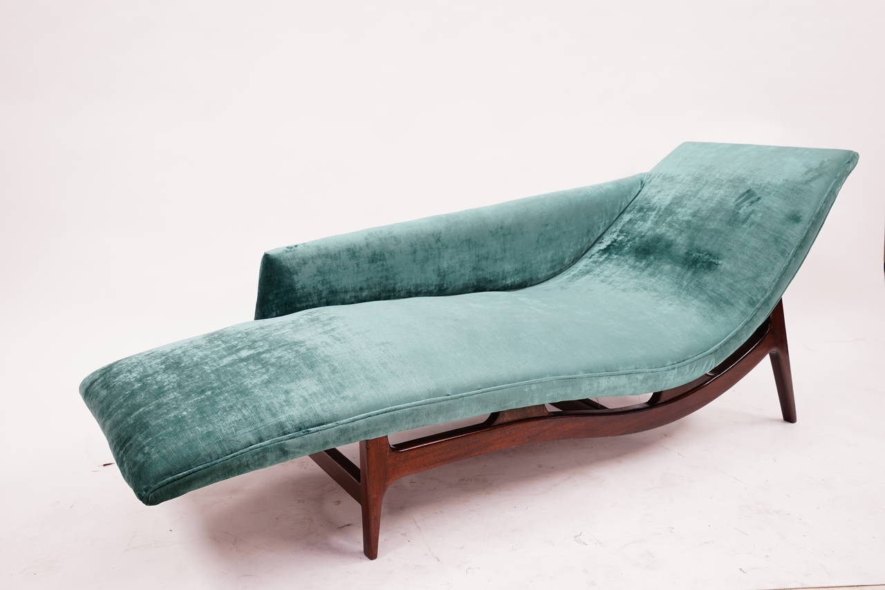 gorgeous mid century modern chaise lounge at 1stdibs. Black Bedroom Furniture Sets. Home Design Ideas