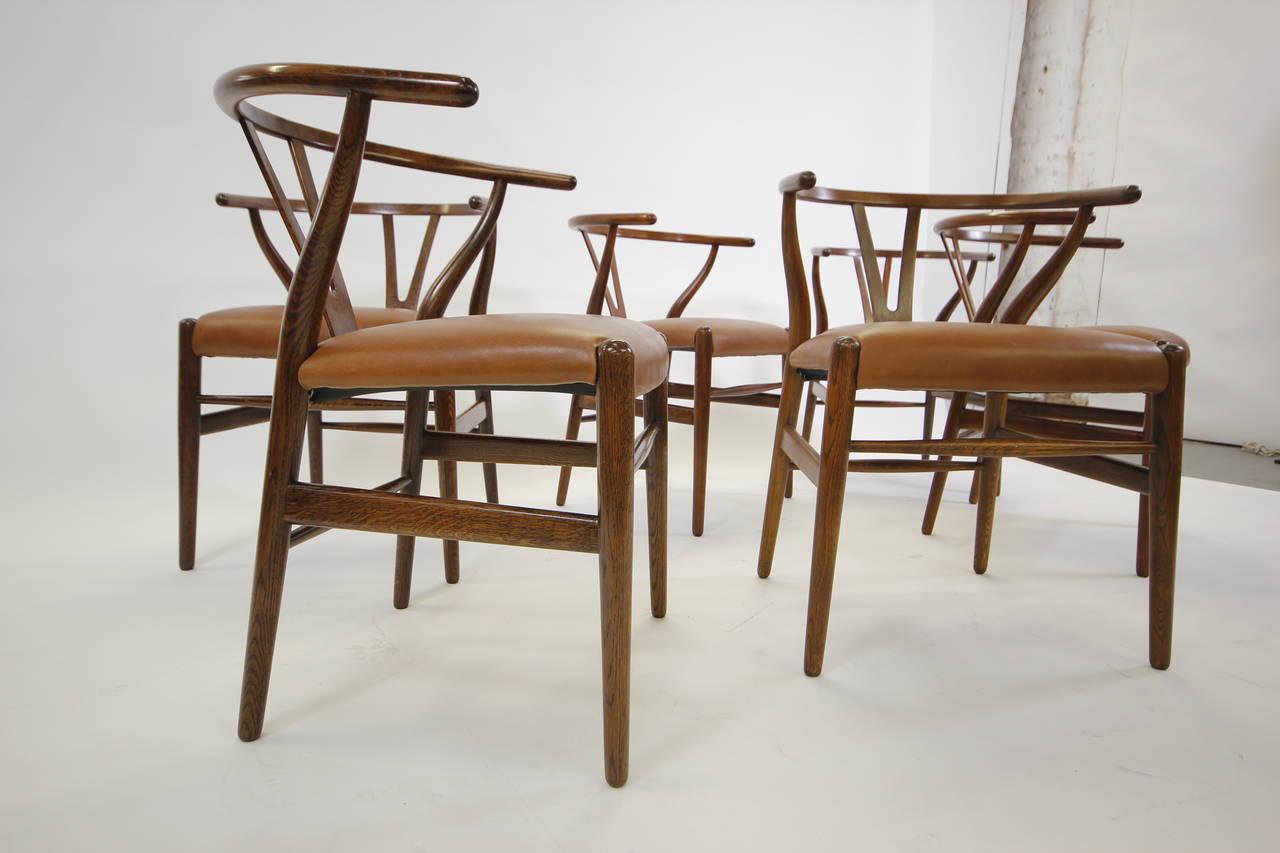Original set of hans wegner oak wishbone dining chairs for Wegner dining chair