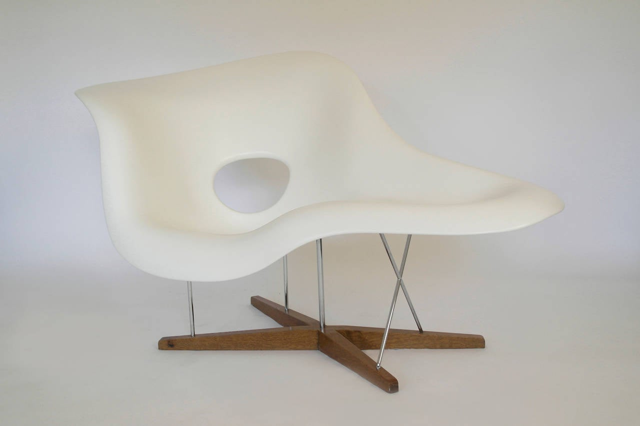 Vitra edition la chaise by charles and ray eames at 1stdibs for Chaise charles eames tissu