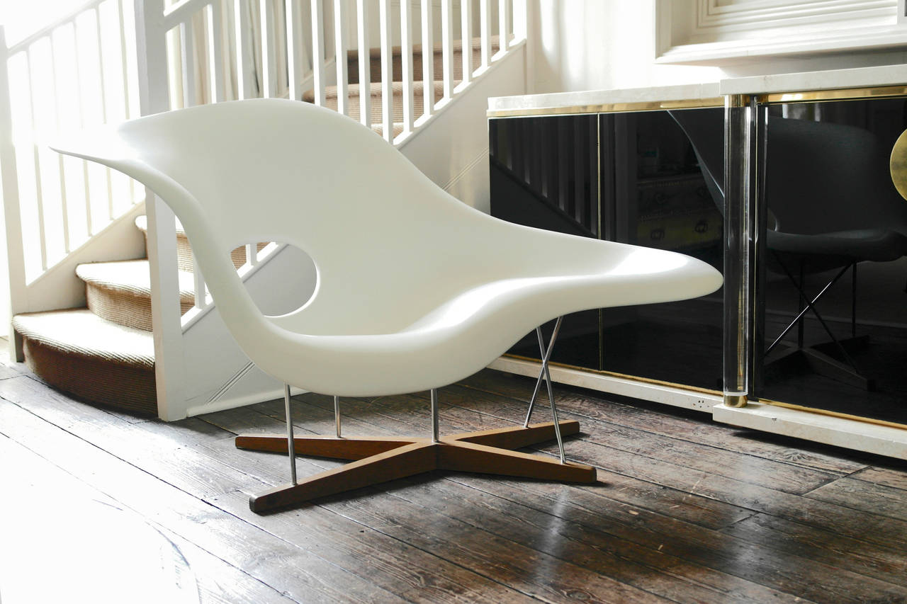Vitra edition la chaise by charles and ray eames at 1stdibs for Chaise eames rose pale