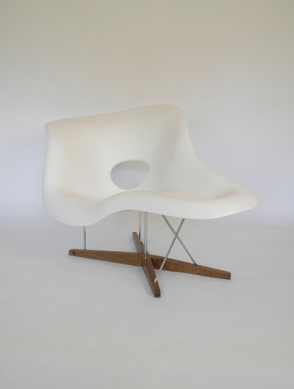 Vitra edition la chaise by charles ray eames image 5 for Chaise ray eames