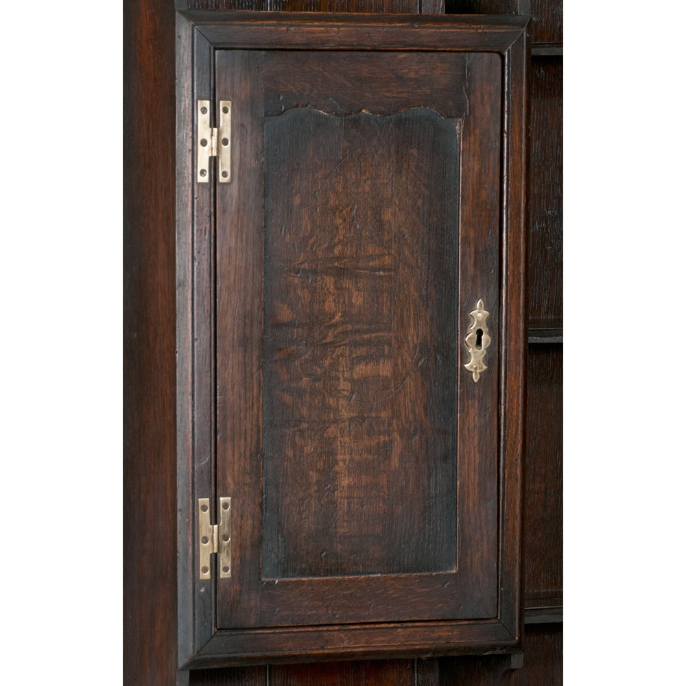 Welsh Queen Anne Dresser In Good Condition For Sale In Lawrenceburg, TN