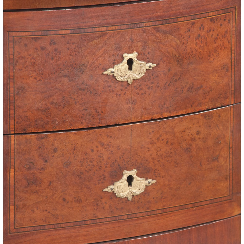 Serpentine Louis XV Marble-Top Commode In Good Condition For Sale In Lawrenceburg, TN