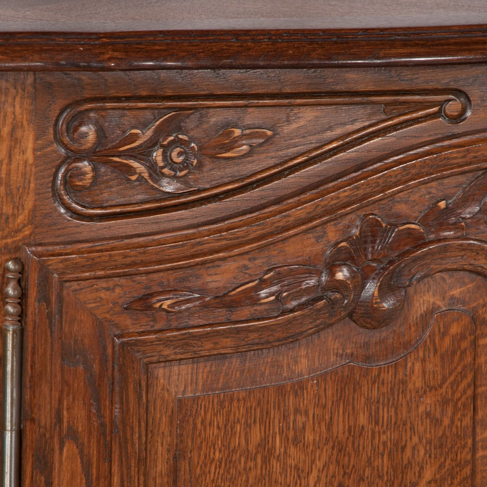 Country French Oak Buffet In Good Condition For Sale In Lawrenceburg, TN