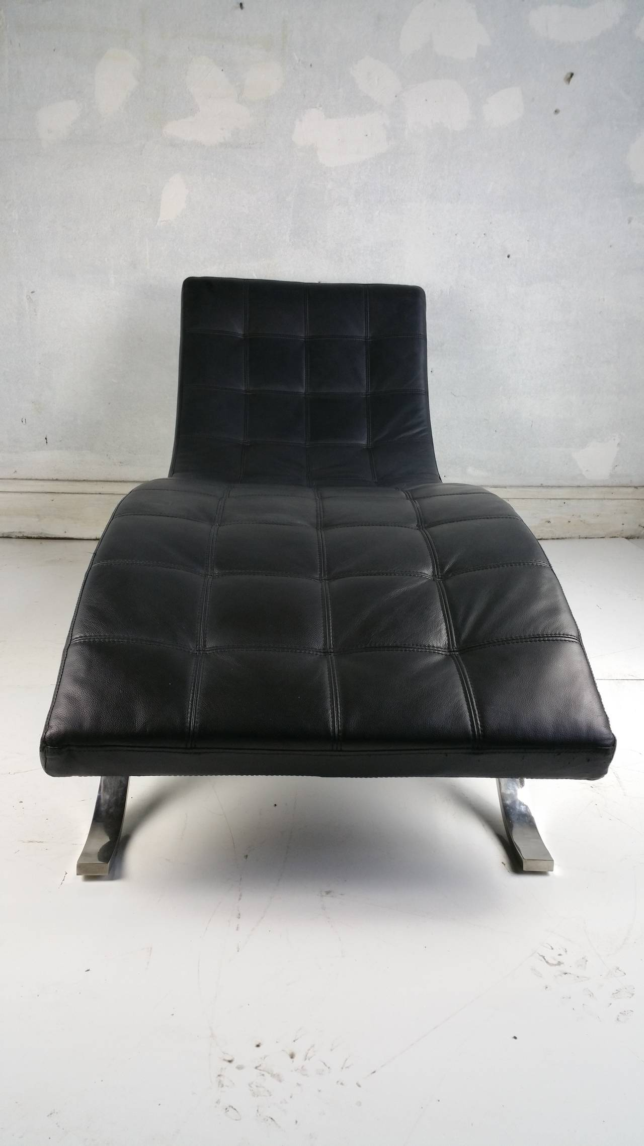 Modernist italian black leather and chromed steel chaise for Black leather chaise lounge
