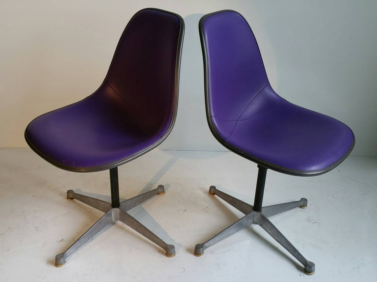 Pair of Charles and Ray Eames Adjustable Swivel Chairs 6