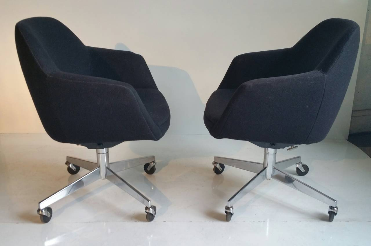 Vintage steelcase chairs - Pair Of Mid Century Modern Tilt Swivel Desk Chairs By Steelcase 2