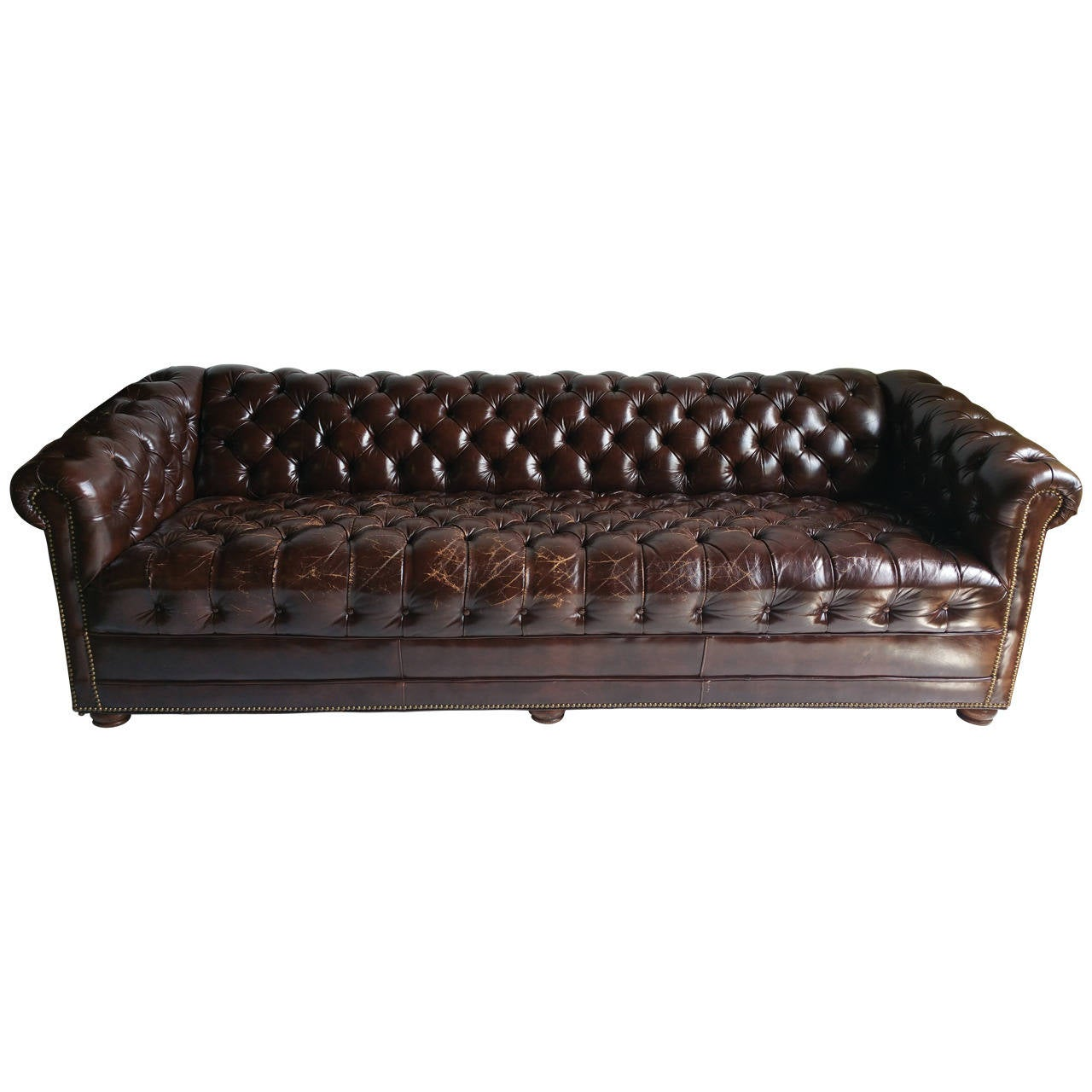 Etonnant Brown Leather Button Tufted Chesterfield Sofa, Classic For Sale