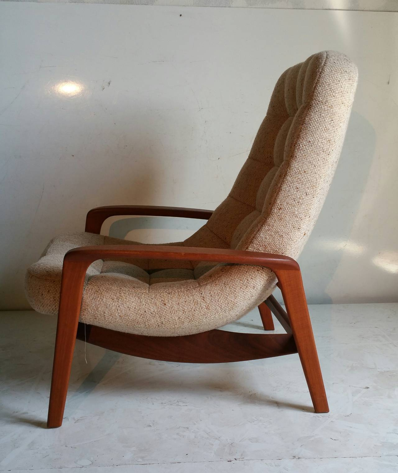 Ordinaire Mid Century Modern Teak Floating Egg Chair By R. Huber U0026 Co.,