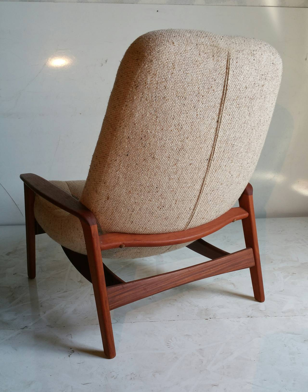 teak floating egg chair by r huber and co mid century danish at 1stdibs. Black Bedroom Furniture Sets. Home Design Ideas