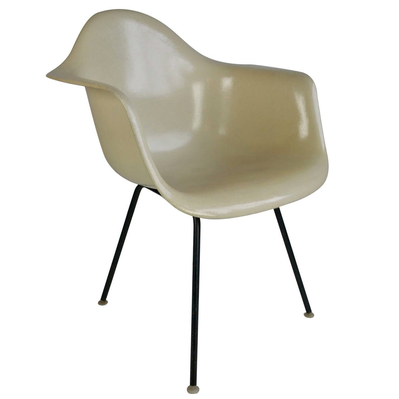 charles eames parchment arm shell chair herman miller for sale at 1stdibs. Black Bedroom Furniture Sets. Home Design Ideas