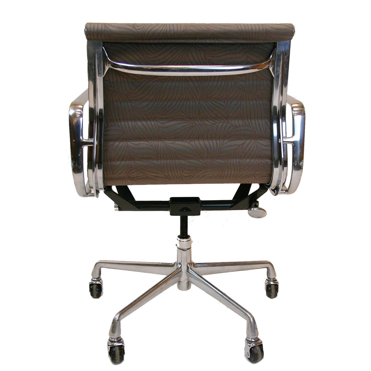 Pair of eames for herman miller aluminium group for Herman miller eames aluminum group management chair