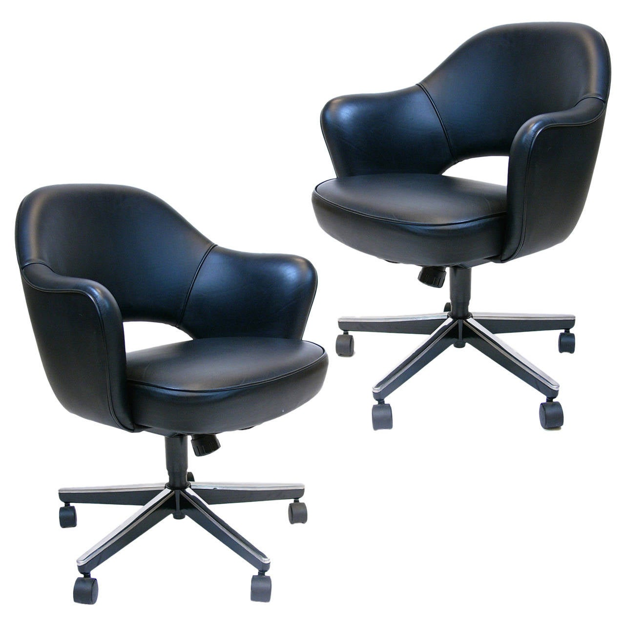 Pair Of Eero Saarinen Executive Swivel Armchairs For Knoll In Black Leather  For Sale