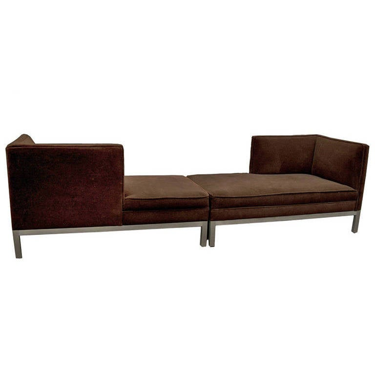 Charter brown jordan t te t te pair of chaise longues for Brown chaise longue