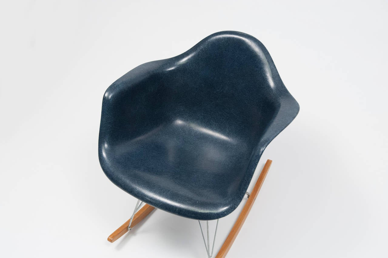 Very Impressive portraiture of Eames Navy Blue Shell Herman Miller Rocking Chair 1962 For Sale at  with #945F37 color and 1280x851 pixels