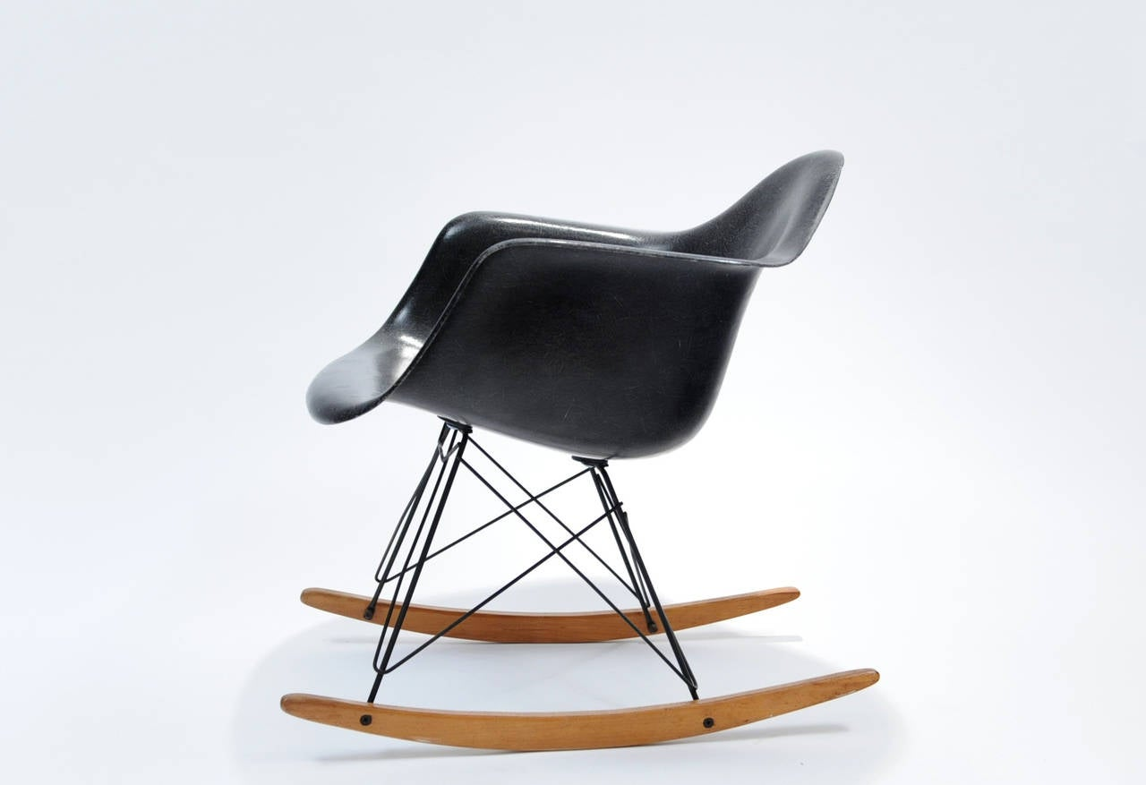 charles and ray eames rar rocking chair at 1stdibs. Black Bedroom Furniture Sets. Home Design Ideas