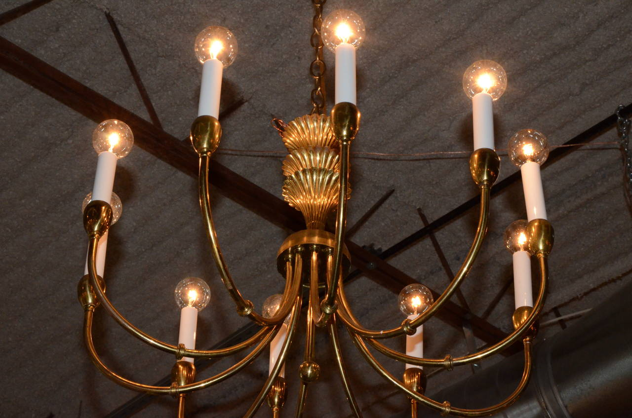 American Mid-Century Modern Tommi Parzinger Style Brass 10-Arm Decorative Chandelier For Sale