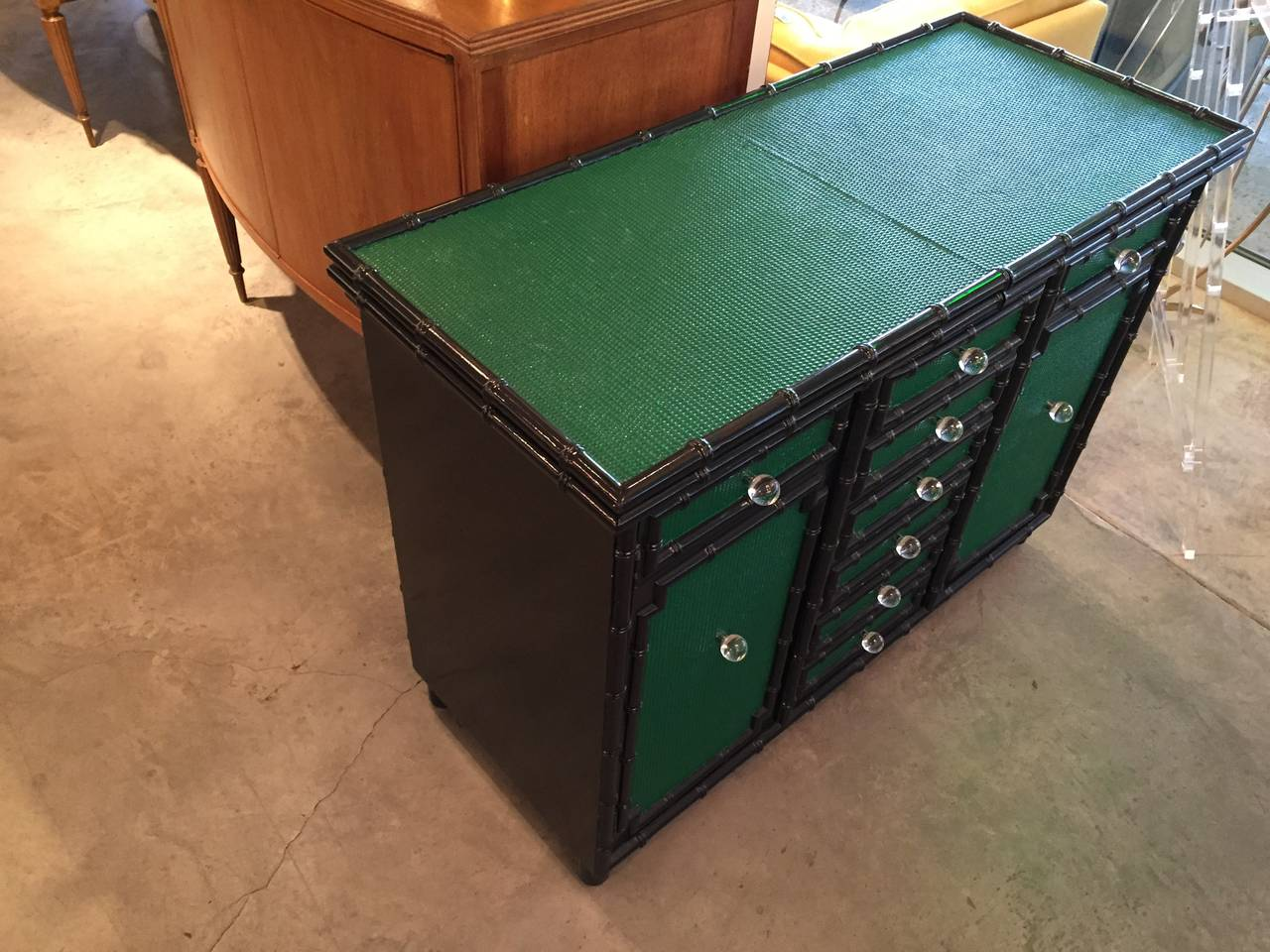Lacquered in Emerald Green and Black Bamboo Dry Bar on Wheels In Good Condition For Sale In Houston, TX