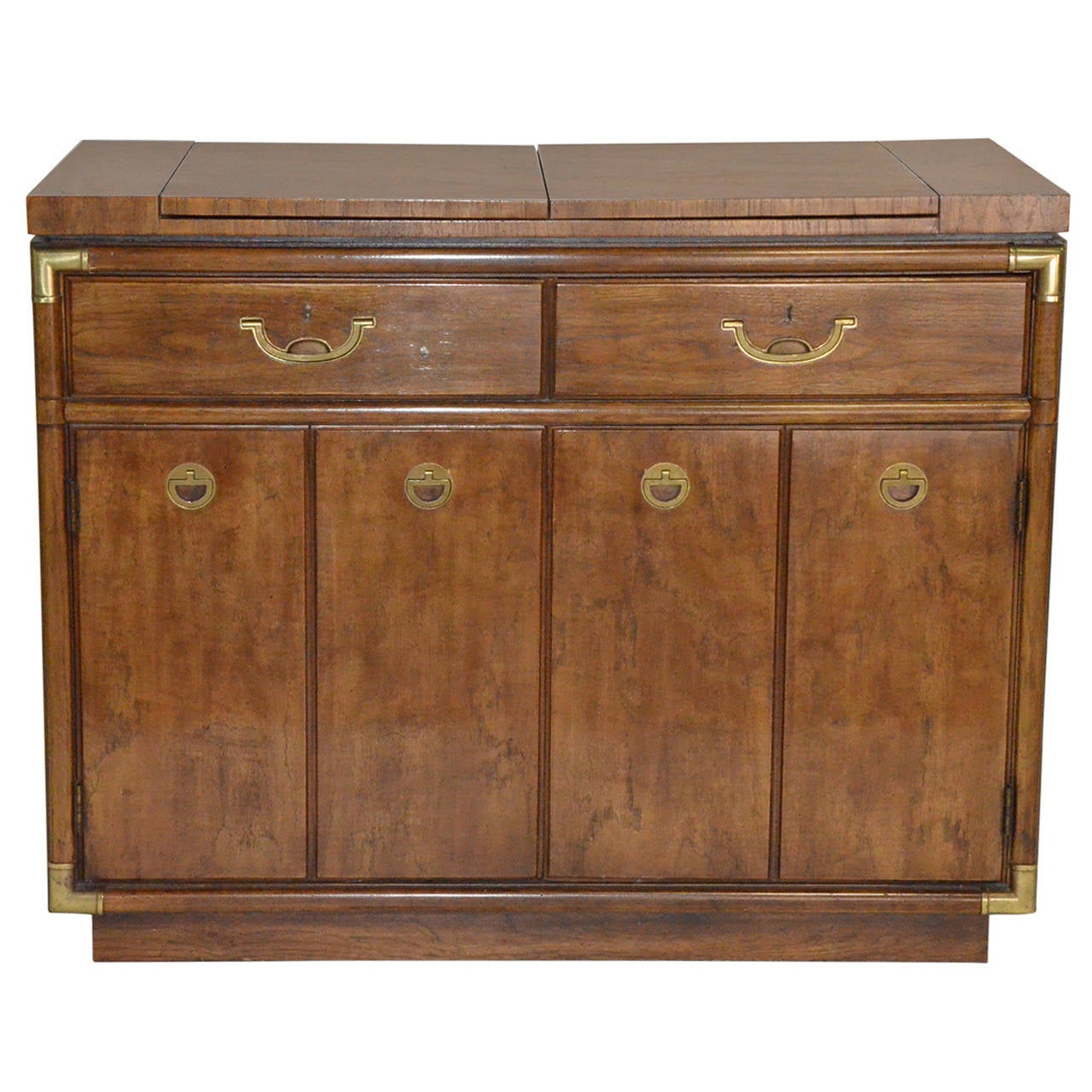 drexel heritage sideboard or buffet on rollers at 1stdibs. Black Bedroom Furniture Sets. Home Design Ideas