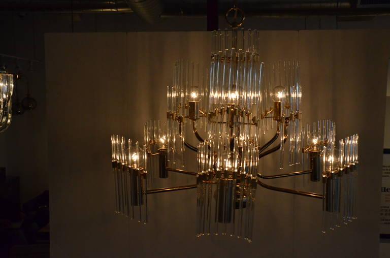 Mid-Century Modern Italian Sciolari Crystal & Brass Chandelier In Good Condition For Sale In Houston, TX