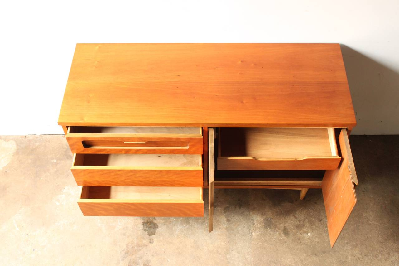 Mid century american cherry credenza by bassett at 1stdibs for Mid century american furniture