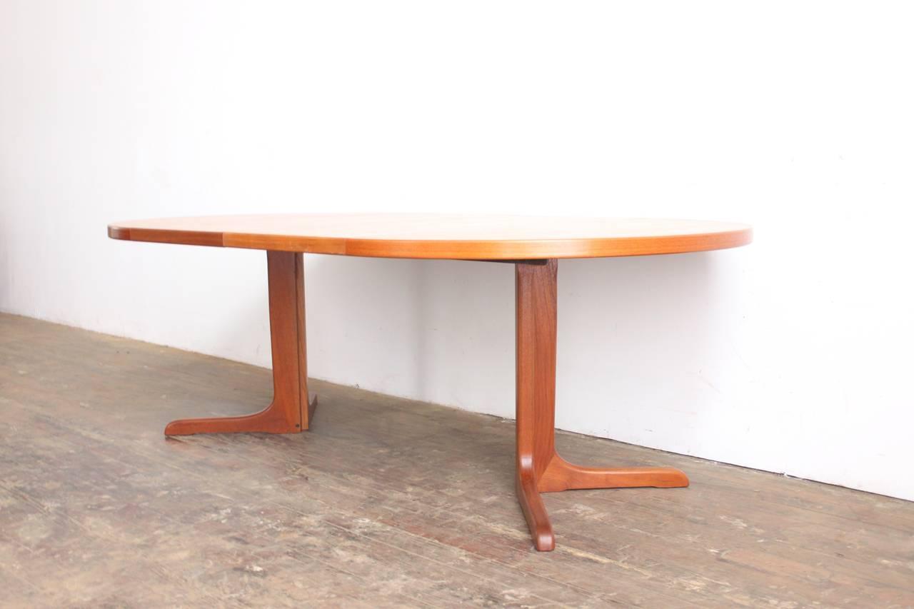 Teak Pedestal Dining Table at 1stdibs : IMG0511l from www.1stdibs.com size 1280 x 853 jpeg 58kB