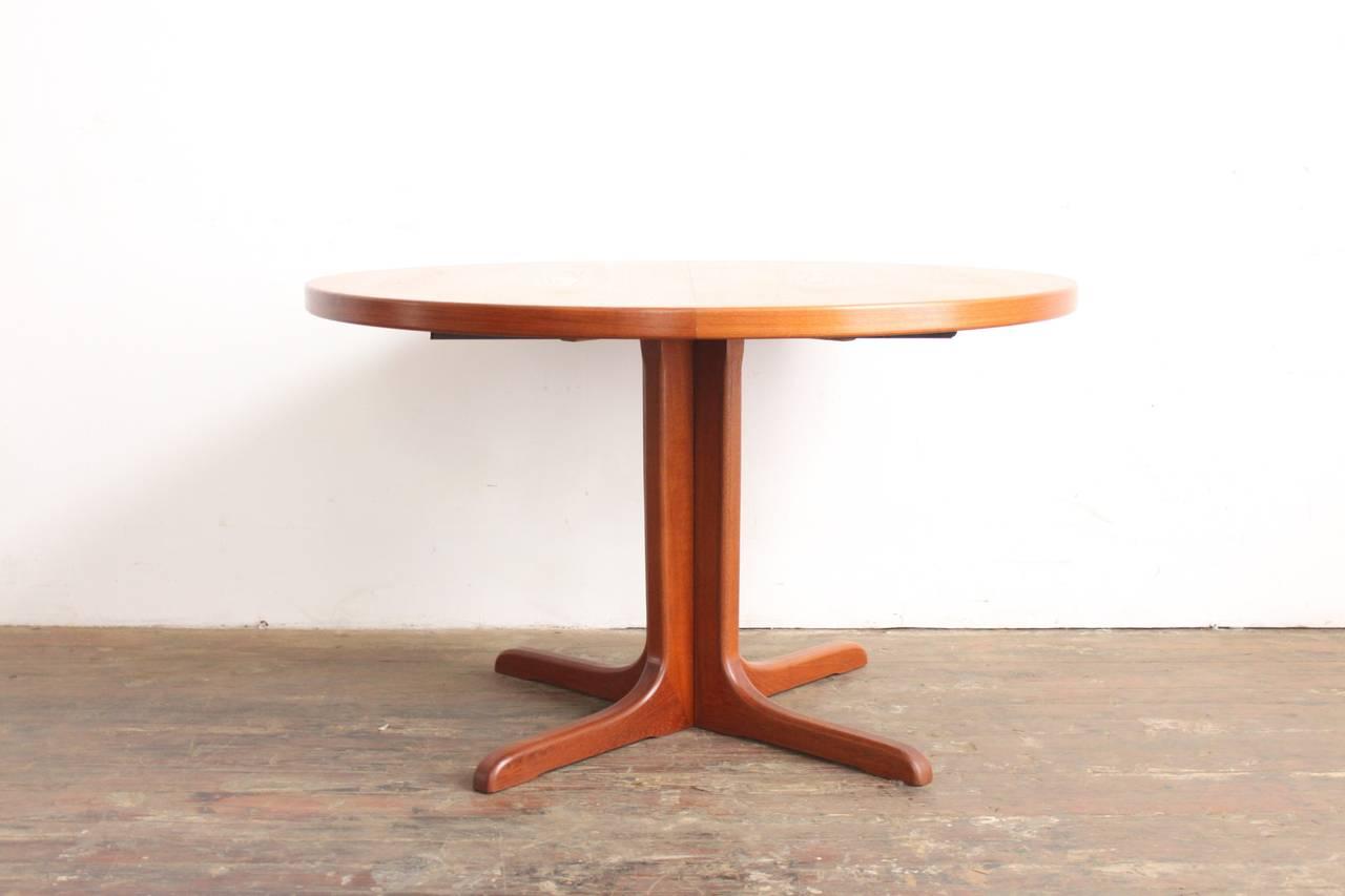 Teak Pedestal Dining Table at 1stdibs : IMG0517l from www.1stdibs.com size 1280 x 853 jpeg 55kB