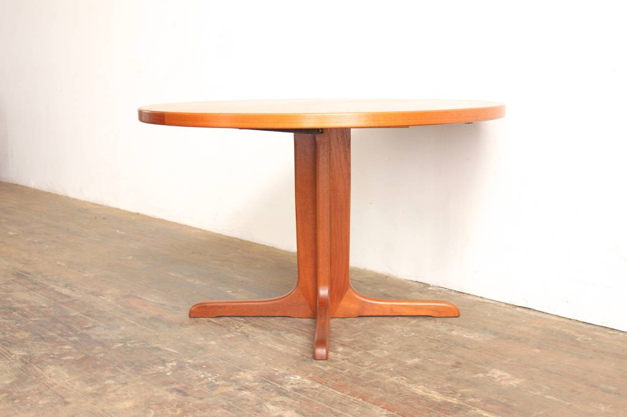 Teak Pedestal Dining Table at 1stdibs : IMG0526l from www.1stdibs.com size 1280 x 853 jpeg 65kB