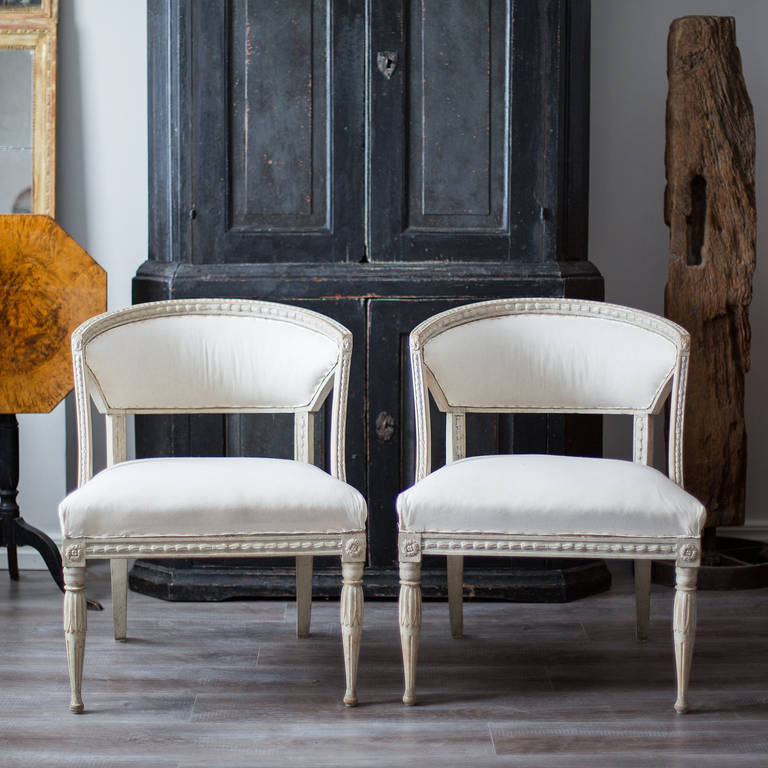 Pair of 19th Century Swedish Gustavian Barrel Back Armchairs In Good Condition In Helsingborg, SE
