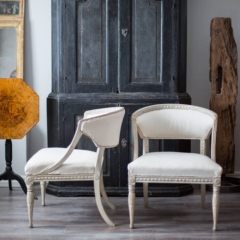 18th Century and Earlier Pair of 19th Century Swedish Gustavian Barrel Back Armchairs